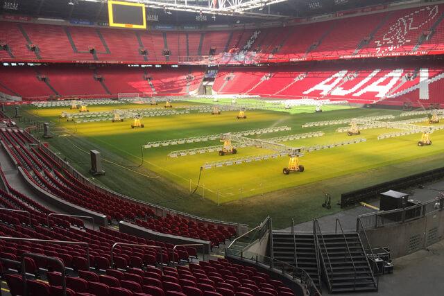 Johan Cruijff Arena nu helemaal rood – wit