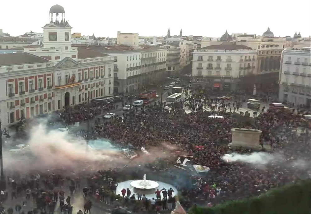 Ajax-fans nemen centrum Madrid over