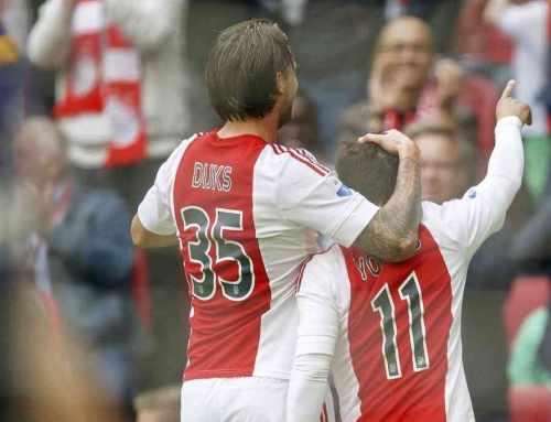 Ajax geeft niet thuis en verliest terecht van PSV