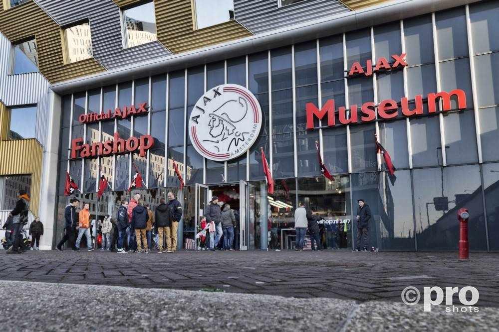 Uitshirt 19/20 trainingscollectie van Ajax 2019/2020